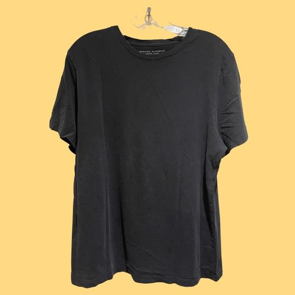 Banana Republic Basic Crew Black Shirt.